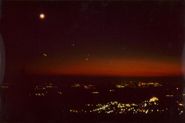 Jupiter, Mars und Saturn im Sternbild Widder, mt zunehmenden Mond.