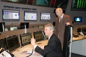 Dr.-Ing. Thomas Reiter im Hauptkontrollraum des ESOC.