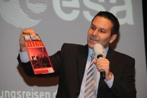 HR-Info Moderator Dirk Wagner moderierte den Abend.