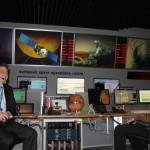 Nach der erfolgreichen Landung sind die Gesichter im ESOC Hauptkontrolraum entspannt.