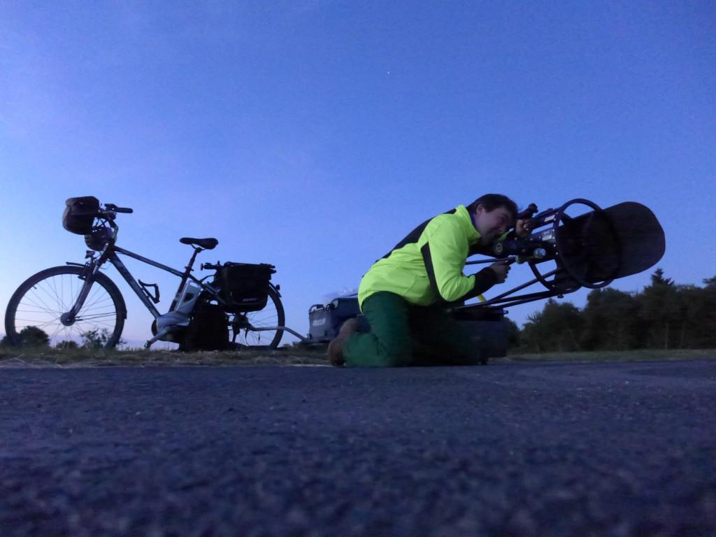 Mit der Fahrradsternwarte in den Himmel gucken. Bild: Adrian Rohnfelder, adri.de