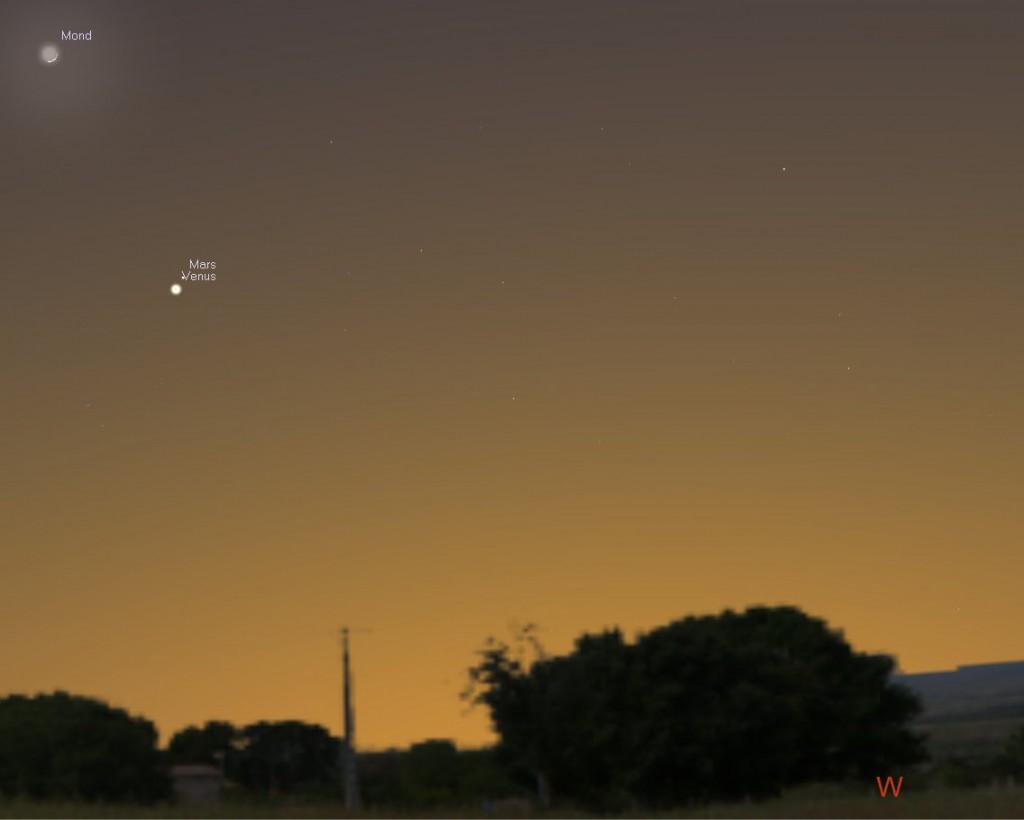 Anblick des westlichen Abendhimmels nach Sonnenuntergang am 21. Februar 2015. Die helle Venus steht ganz dicht neben dem dunkleren Mars. Oberhalb der beiden Planeten ist die schmale Mondsichel zu sehen.