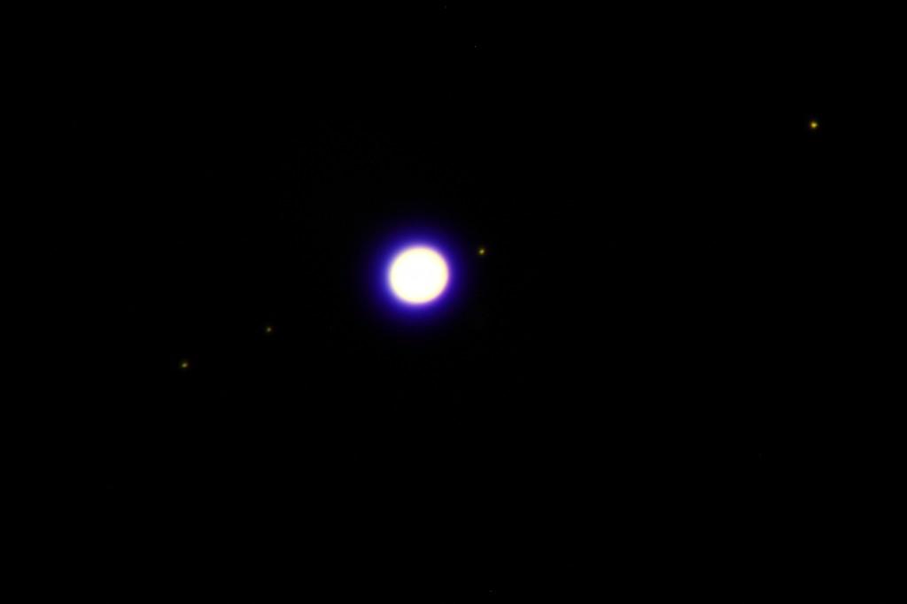 Jupiter mit den vier hellen Monden Europa, Kallisto, Io und Europa. Aufgenommen mit dem Bresser Messier AR 152L.