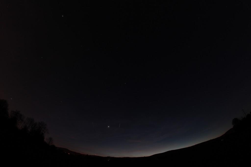 Die ISS fliegt an der Venus vorbei.