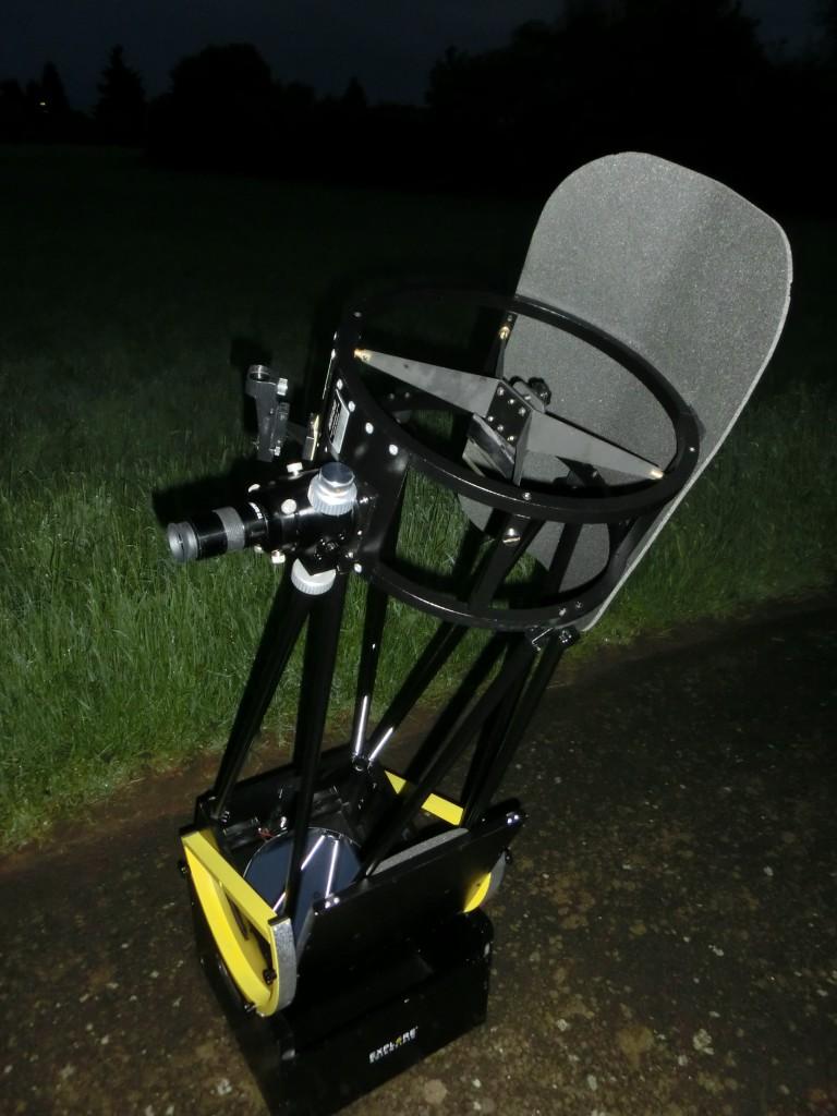 Das fertig eingestellte Teleskop ist bereit für die Beobachtung.
