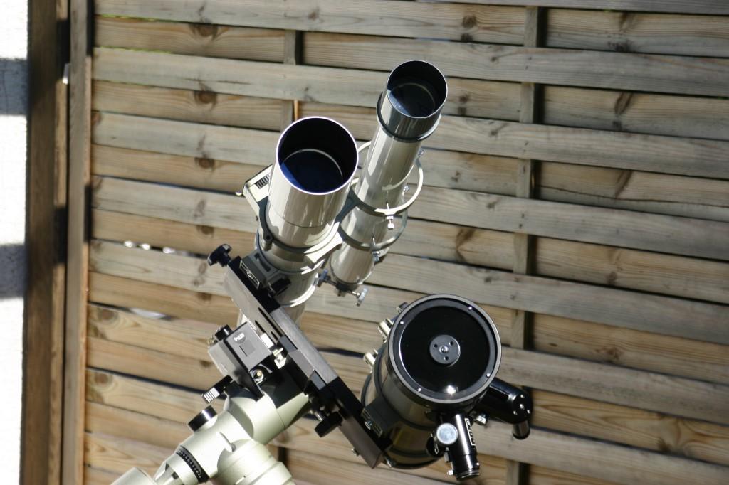 Drei kleine Optiken auf einer Montierung vereint. Der Eschenbach Galaxis 2006 Newtonspiegel, ein Vixen 80/910 Refraktor und der 60/910 Quelle-Refraktor als Leitfernrohr.
