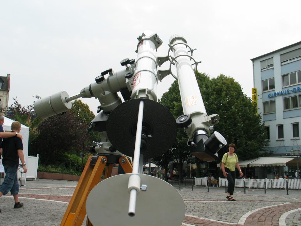 Zwei achromatische Refraktoren, Vixen 80/901 und Vixen 60/910 auf Vixen GP-Montierung.