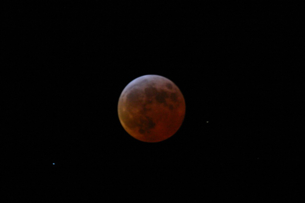 Roter Mond während der totalen Mondfinsternis am 3. März 2007.