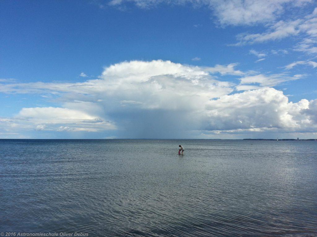 Meer und Wolken, Wasser in verschiedenen Erscheinungsformen.