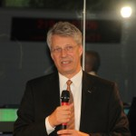 Thomas Reiter begrüßt die Gäste im ESOC.